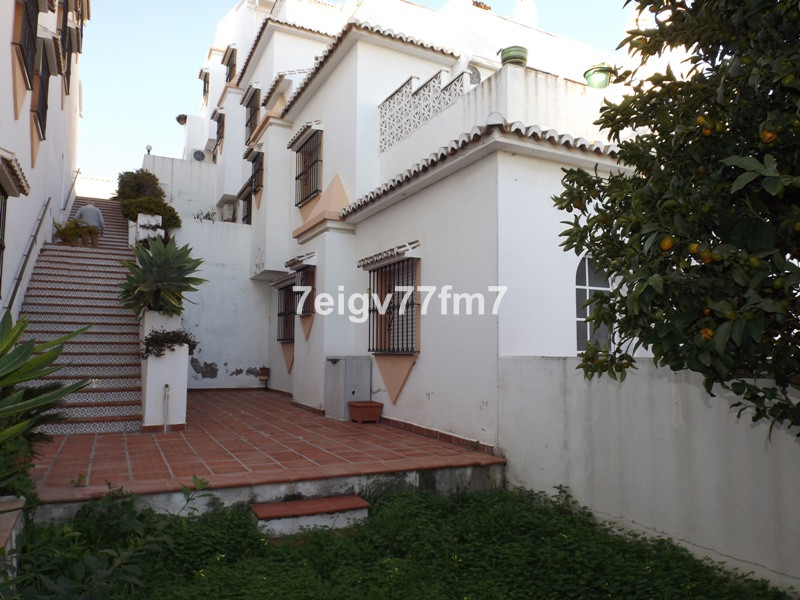 South facing apartment with it´s own private entrance and a large sunny terrace. It is being sold pa, Spain