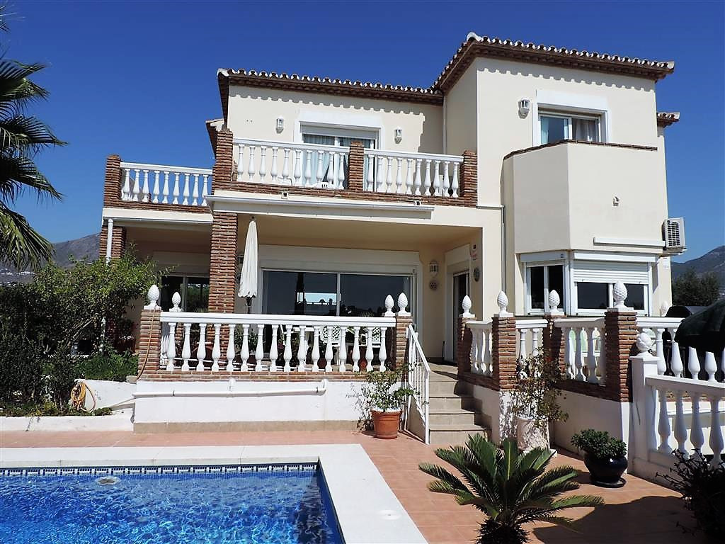 Immaculate light, bright and airy 3 bedroom, 2 bath rooms and a toilet, villa located in Campo Mijas,Spain