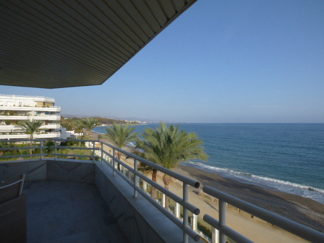 Apartment with 2 bedrooms and 2 bathrooms (one in suite) in the luxury komplex Playa Esmeralda near , Spain