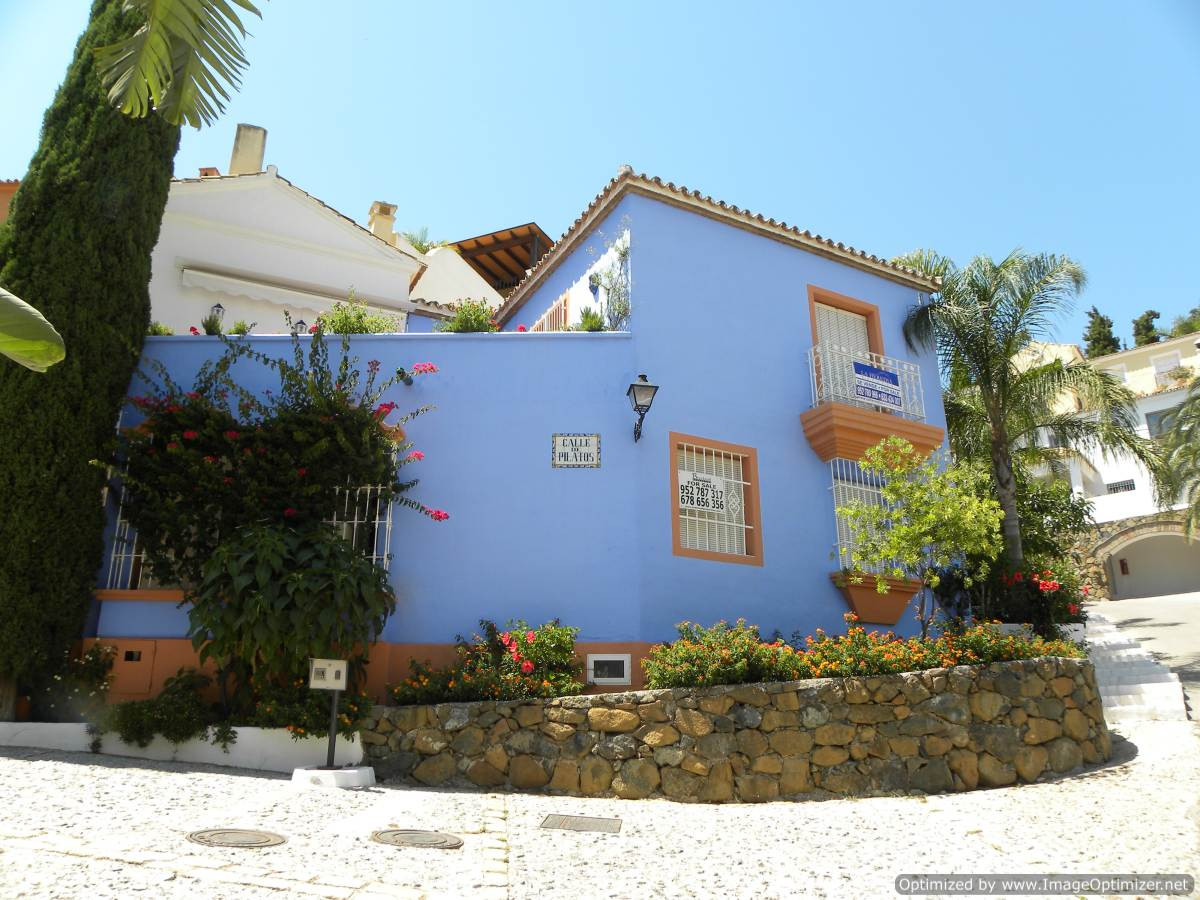 This townhouse is a immaculately presented two bedroom town house is right in the heart of the popul,Spain