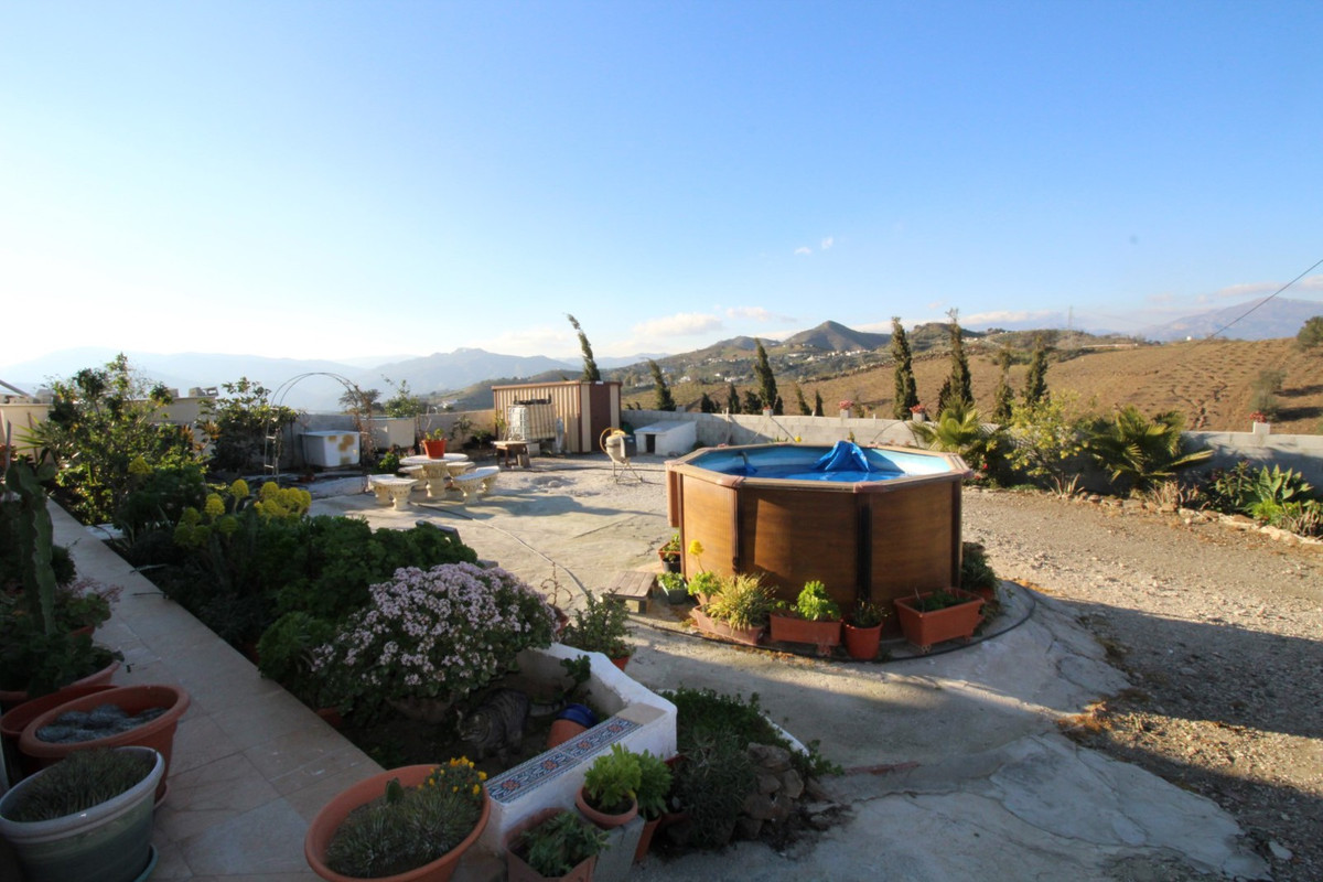 Spectacular views to the sea and the mountains from this property in Triana. The House has a spaciou, Spain