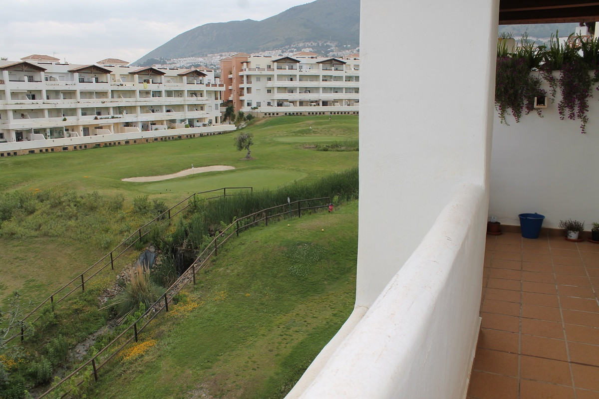 Penthouse in gated community with golf course and 4 swimming pools. air conditioning and pre-dressin, Spain