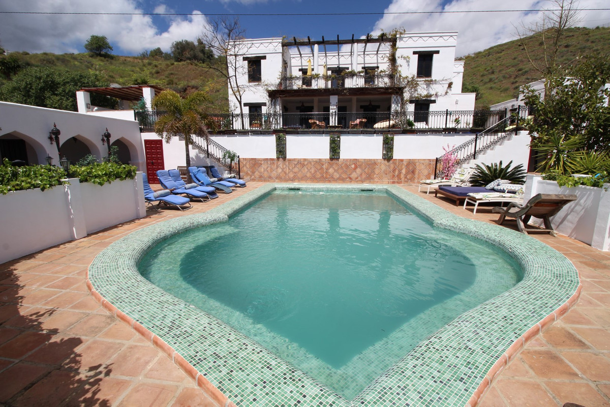 Great finca cortijo in the municipal area of Macharaviaya. The property has a total construction are,Spain
