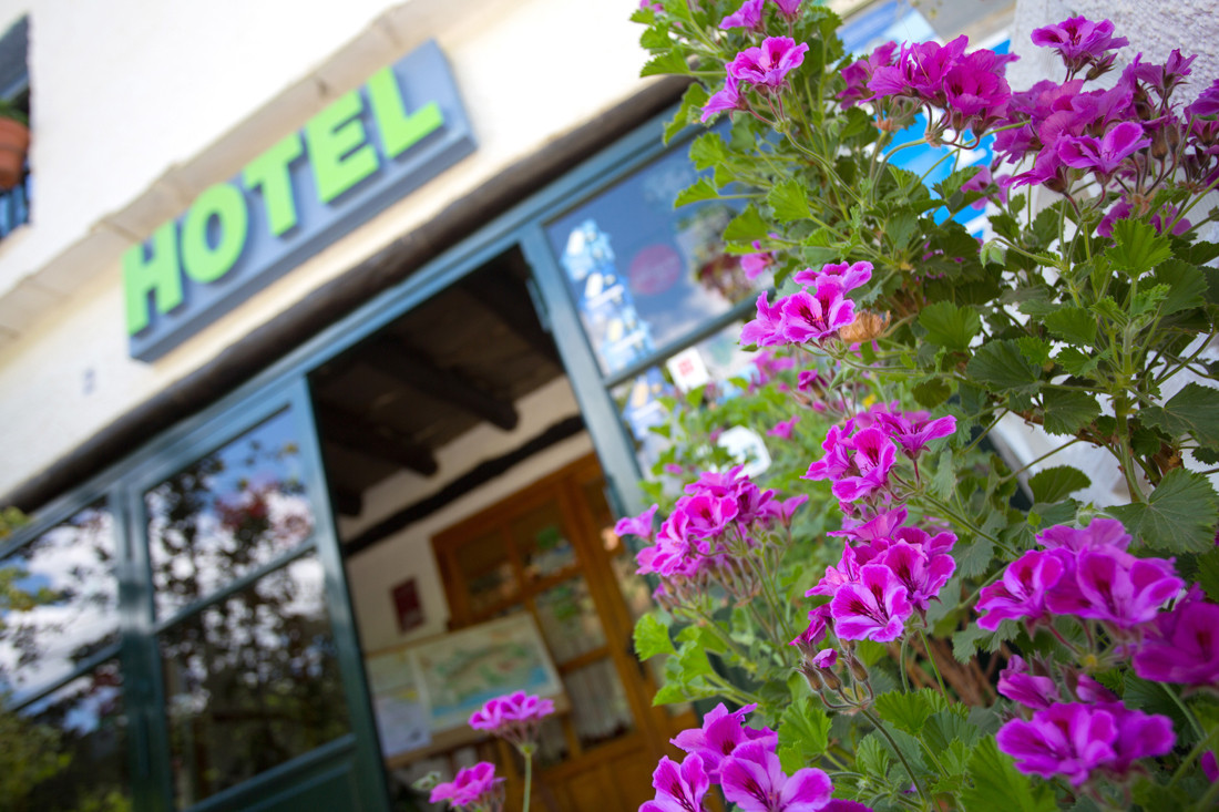 Attractive nature hotel with active business and running, with an interesting annual profitability a Spain
