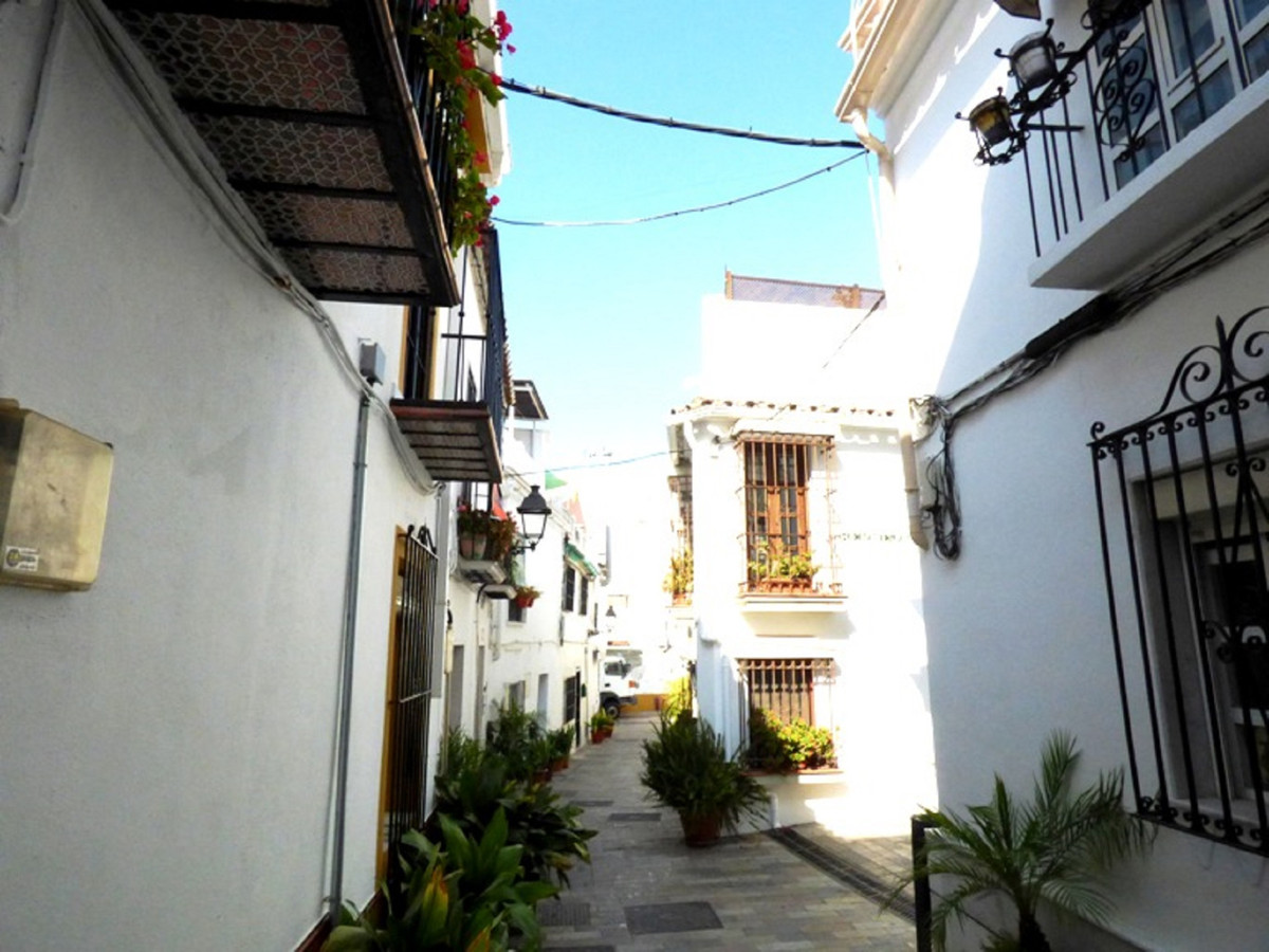 Interesting shopping opportunity in the old town of Marbella. It is a house that currently consists ,Spain