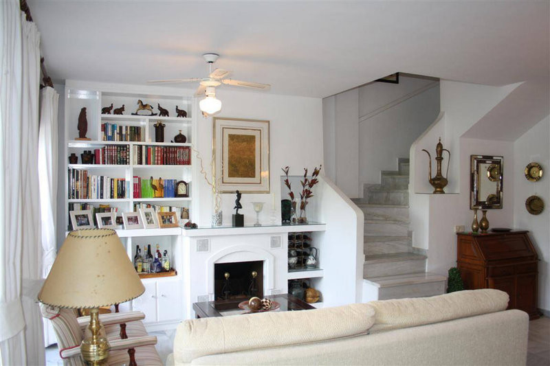 Beautiful Townhouse - Artola  This Beautiful 3 bedroom Townhouse is located in Artola, one of marbel, Spain
