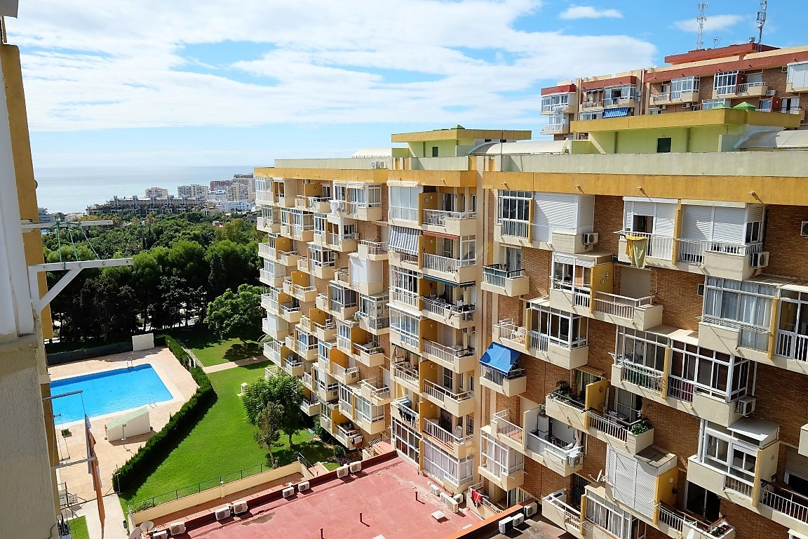Fabulous studio apartment  with open terrace, 24 hour reception. Large comunity gardens (20.000m2) w,Spain
