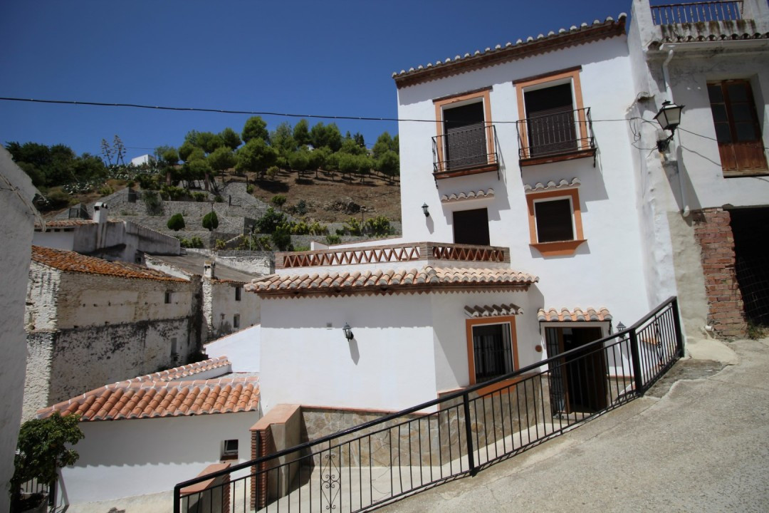 Brand-new Semi-detached house in Salares. The House has a large living room with fireplace and acces,Spain
