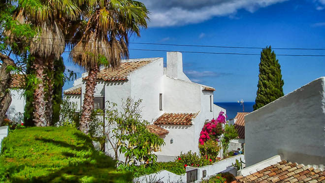 This charming house is situated close to the beach of Casares Playa. It is part of a nice community ,Spain