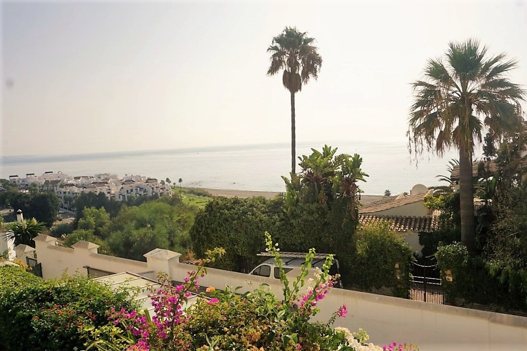 Magnificent two-storey house with wonderful views of the sea and the African Coast The property is s,Spain