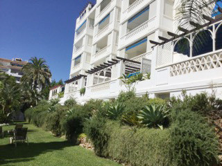 Cozy ground floor apartment in Puerto Banus overlooking the garden and communal pool. Sunny living r, Spain
