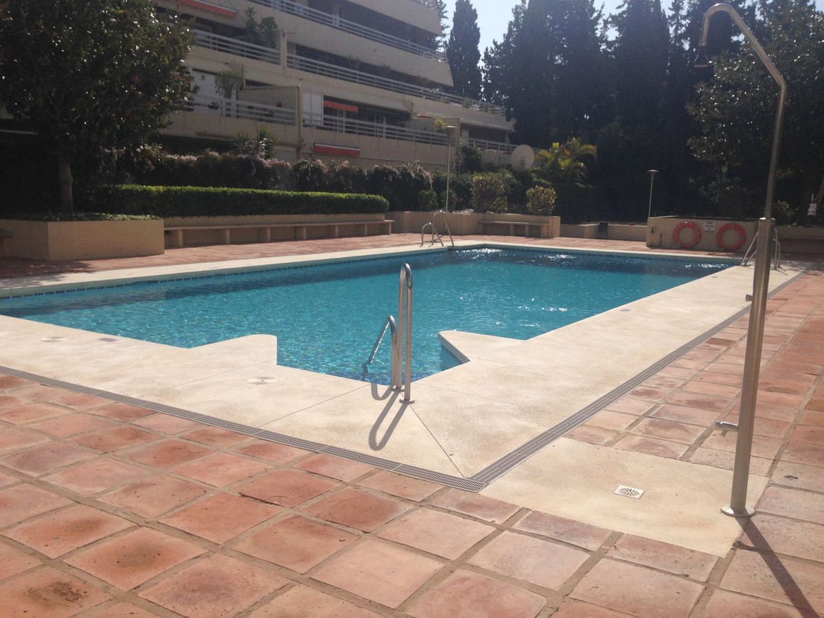 Middle Floor Studio, Marbella, Costa del Sol. Built 44 m².  Setting : Town, Close To Port, Close To , Spain