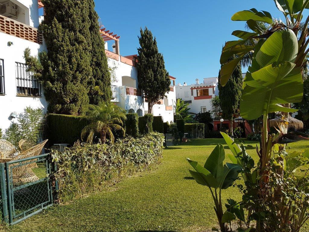 Very spacious semi-detached house with lots of light in the area of ??Bel IAir. The property is divi,Spain