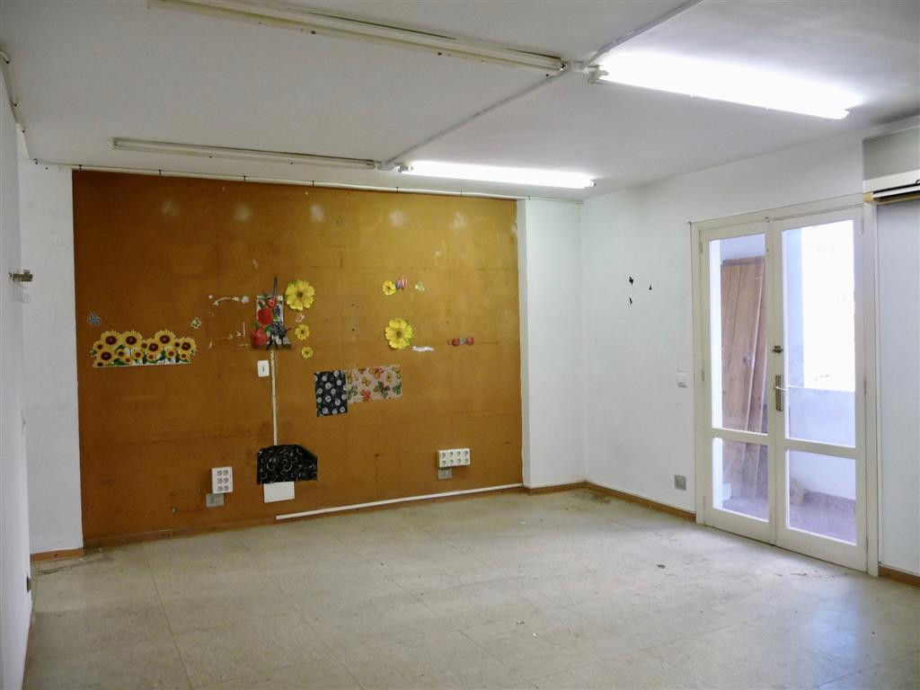 CONVERTIBLE OFFICE IN FLOOR IN MANACOR STREET WITH 116 M2, WITH 5 DEPENDENCIES, BATH AND STORAGE .BA,Spain