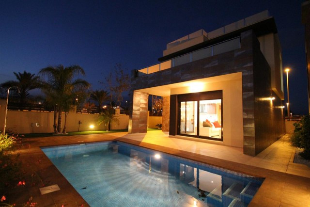 "New construction of 16 luxurious Villas, ""made to measure"", with 3 bedrooms and 2 bathroom, Spain"