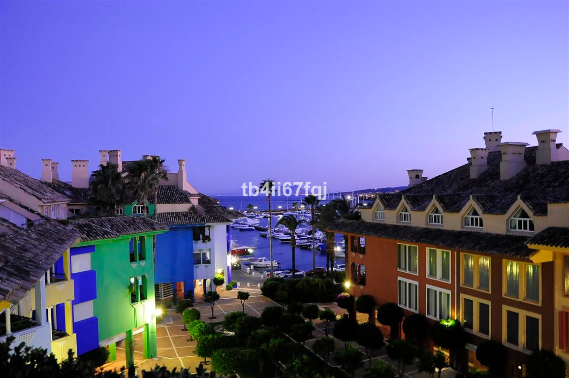 Magnificent 3 bedroom and 3 bathroom luxury penthouse. Excelent qualities, amazing views to the sea ,Spain