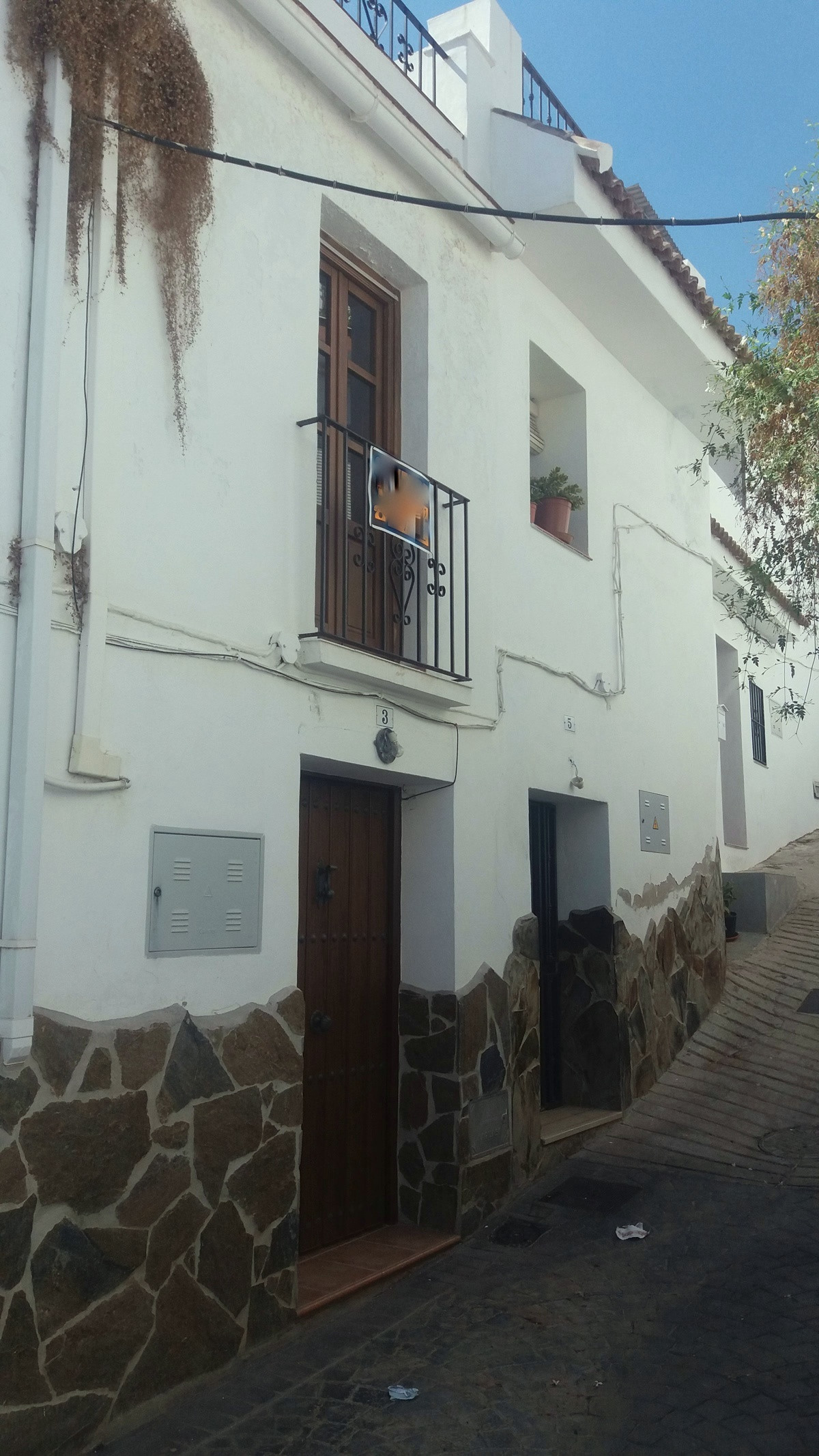 2 Bedroom Townhouse Set in the white Village of Guaro I a quiet village street. The property has rec, Spain