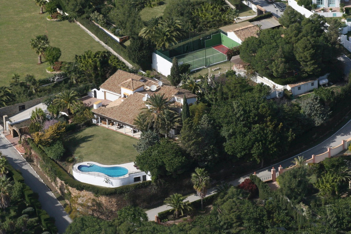 This superb villa is set on a hill in the urbanisation of El Paraiso which is located just 7 kms fro,Spain