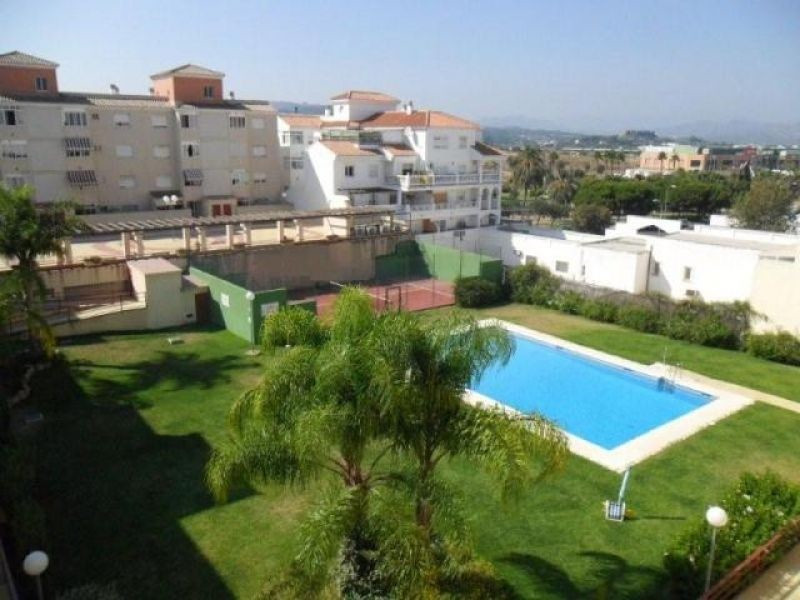 Large flat with 3 bedrooms and 2 bathrooms, furnished kitchen, air conditioning / heating in lounge ,Spain