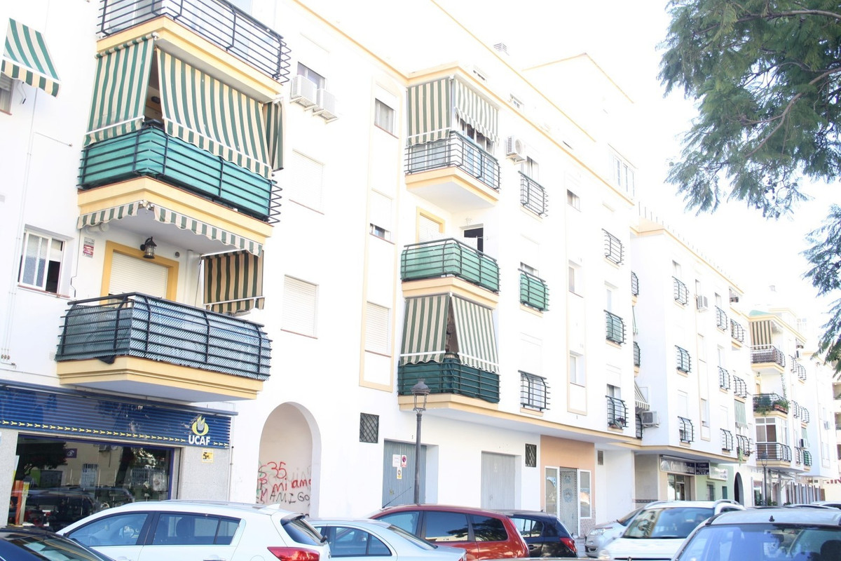 Middle Floor Duplex- Apartment, Estepona, Costa del Sol. 1 Bedroom, 1.5 Bathrooms, Built 70 m², Terr, Spain
