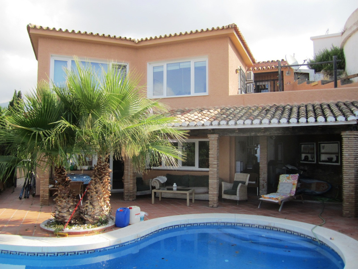 Lovely house with unbeatable views of the coastline up to Fuengirola, this property is located in To,Spain