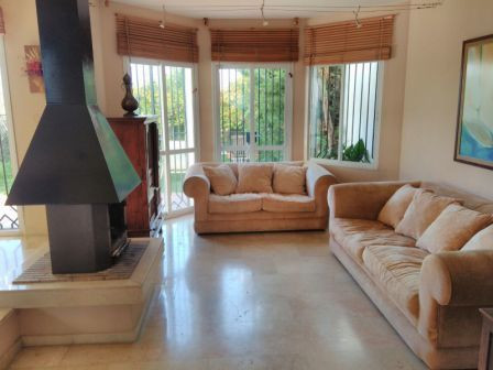 beautiful semi-detached house of three floors with lots of light, in a quiet area, enclosed, private,Spain