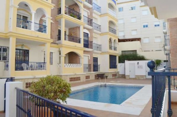 Furnished apartment, with 3 bedrooms, 2 bathrooms, separate kitchen, terrace, views to the community,Spain