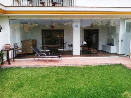 This beautiful ground floor apartment is located in an exclusive gated residential complex, Islas de,Spain