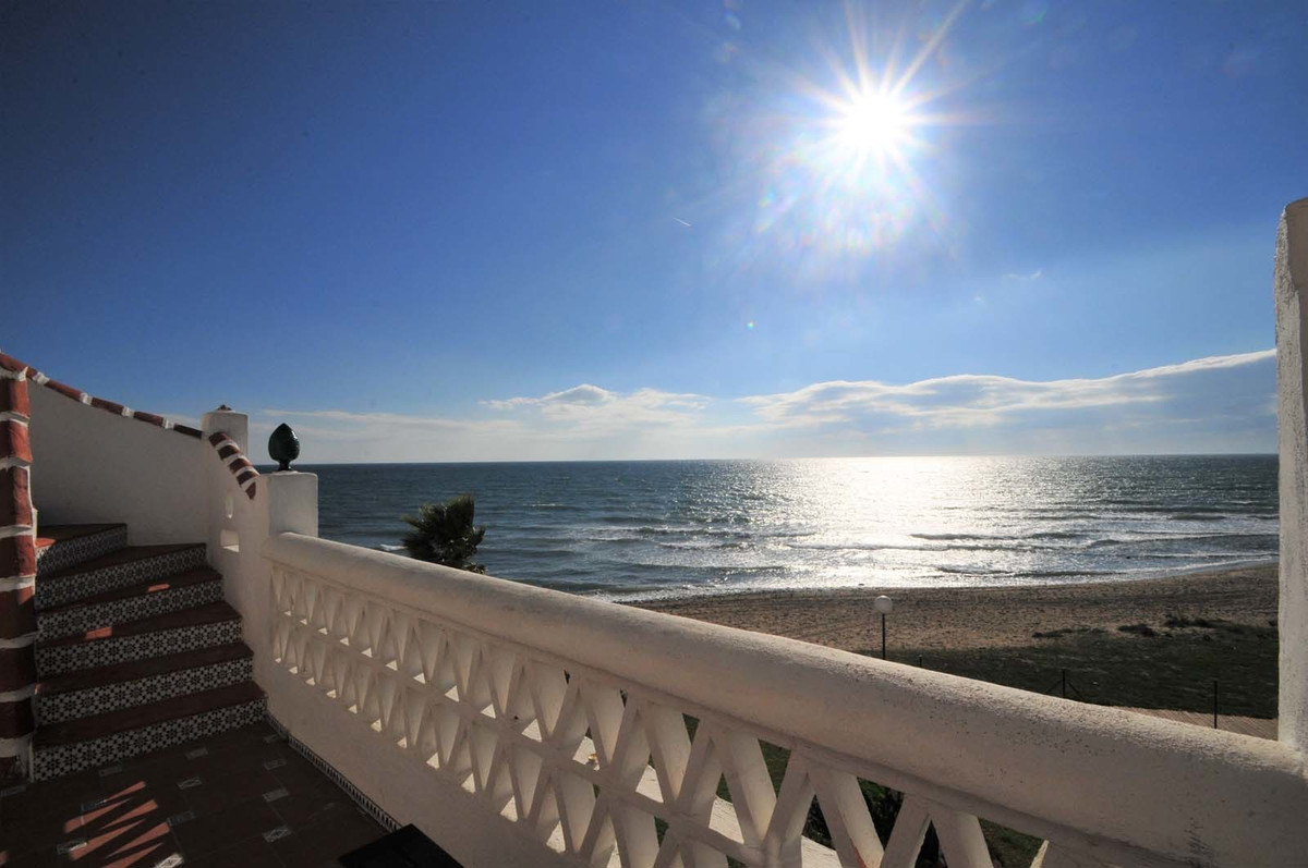 Stunning beachfront penthouse with a huge private roof terrace and panoramic sea view in Calahonda.  Spain