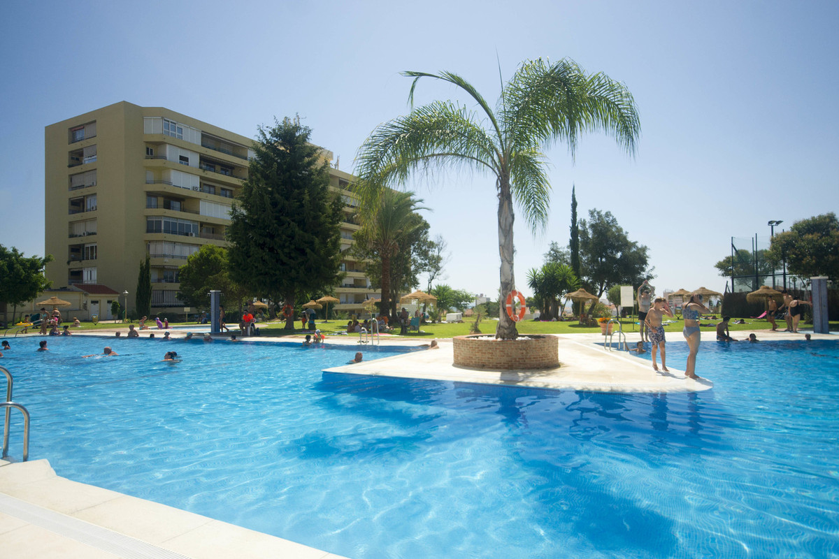 Great one bedroom apartment, with great views. Completely renovated. In a complex with both shops an,Spain