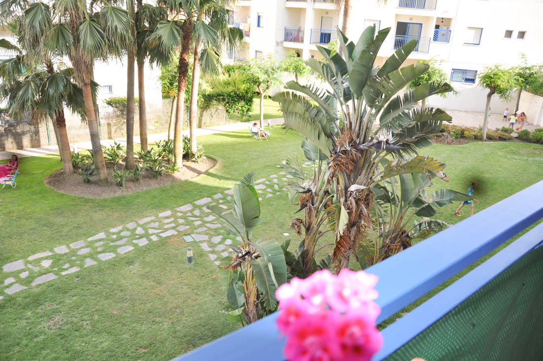 Great apartment with 3 bedrooms and 2 bathrooms. Located in complex with large gardens and communal , Spain
