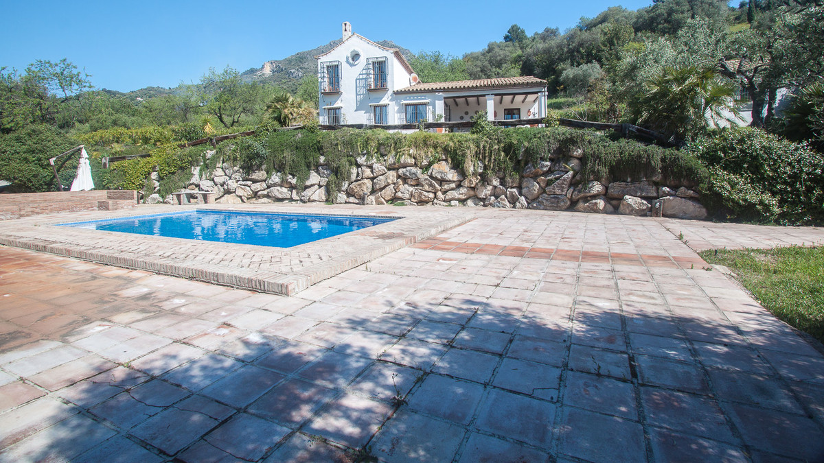 Very private finca with beautiful views of the mountains of Gaucin, located 35 minutes by car from t,Spain