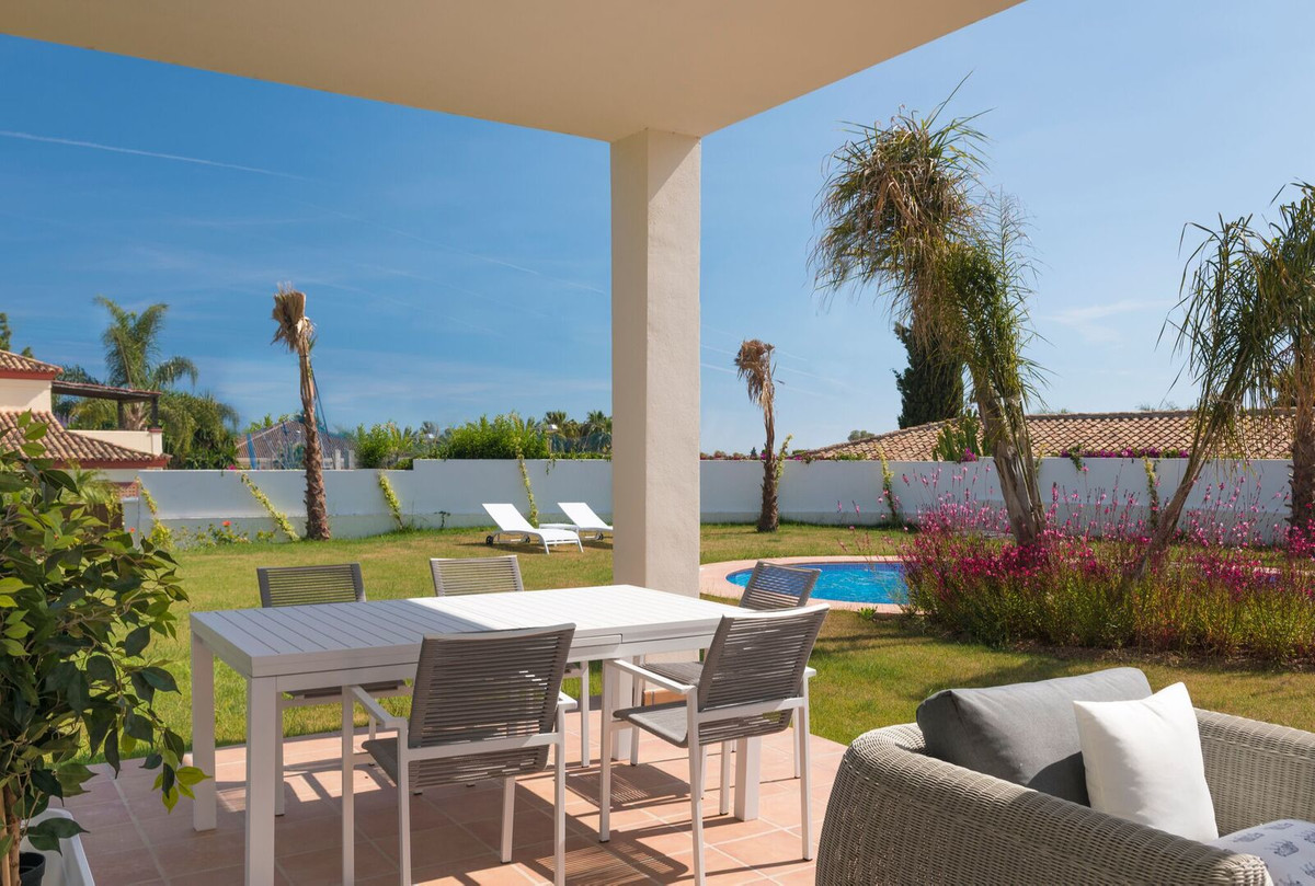 Detached Villa, Guadalmina Baja, Costa del Sol. 5 Bedrooms, 5 Bathrooms, Built 400 m², Garden/Plot 1, Spain