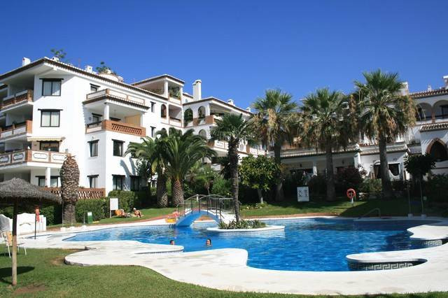 Set in the mature community of Calahonda Park with beautiful extensive sweeping gardens and 2 swimmi,Spain
