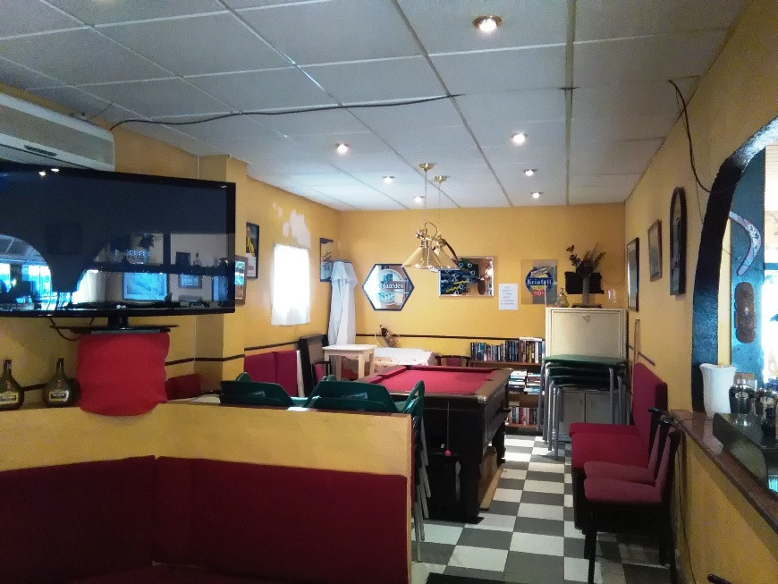 Bar / restaurant/ Pub for sale located on the second line of the  beach in Bajondillo, area with a l,Spain