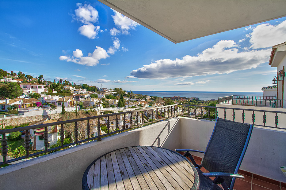 Lovely 2 bedroom 1 bathroom apartment in Benalmadena with 2 terraces - one east facing and one west ,Spain
