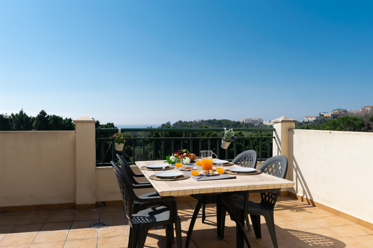Originally listed for 289,000€ and recently reduced to 269,000€.  Excellent 3 bedroom penthouse situ,Spain