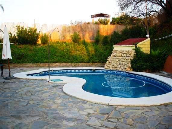 A beautiful rustic villa with 305m2  built. 3.800 m2 plot. It is south  facing. In ground floor 4 Be,Spain