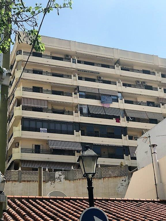 Large one bedroom apartment right in the center of Fuengirola, to steps from the beach. 10 m2 south ,Spain