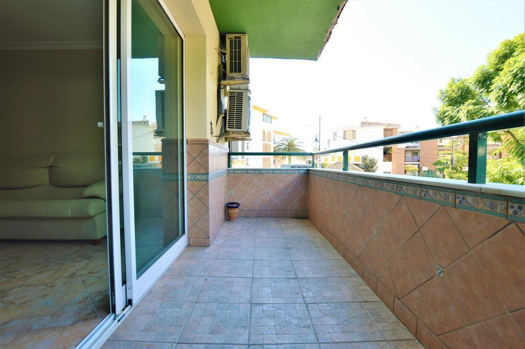 Middle Floor Apartment, Fuengirola, Costa del Sol. 3 Bedrooms, 1 Bathroom, Built 125 m², Terrace 6 m, Spain