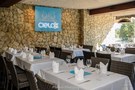 A beautiful restaurant within easy walking distance to Puerto Banus that offers great scope for a su, Spain