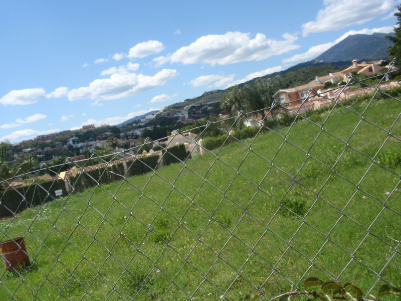 Located plot of a charming area of Nueva Andalucia, walking distance from Golf Club Los Naranjos. Th, Spain