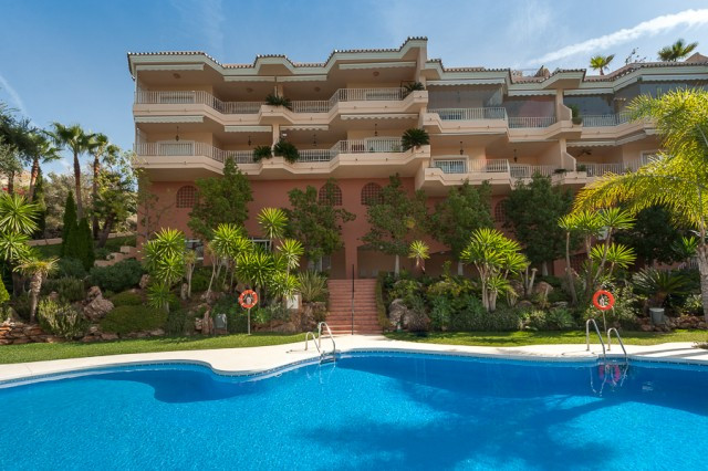 Immaculate south facing penthouse recently reduced from 295.000€ to 255.000€ and situated in the pop, Spain