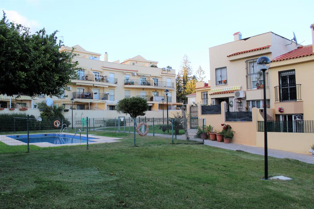Beautiful townhouse with 2 living levels plus garage in the basement with access from the house. Loc,Spain