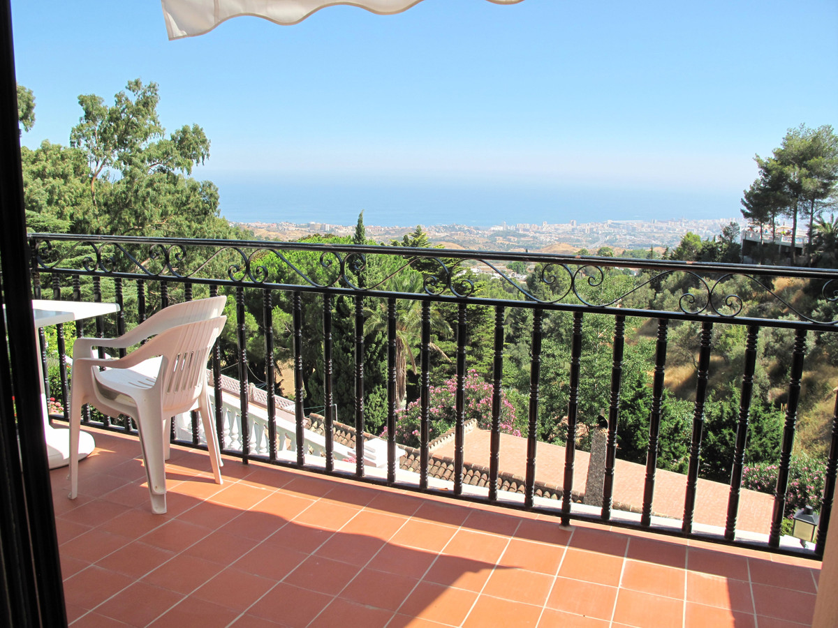 Penthouse apartment set within a small and exclusive urbanisation in Mijas village.  Located within ,Spain