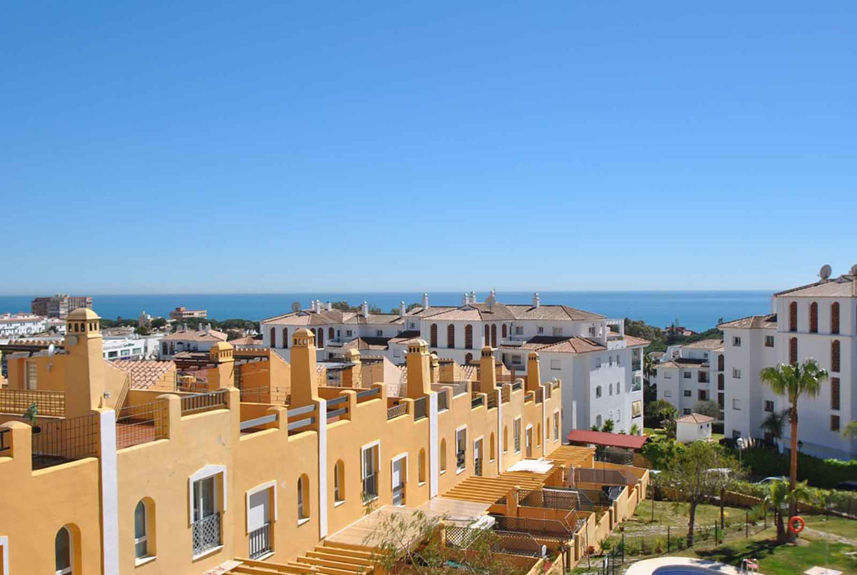An very spacious three bedroom townhouse with panoramic views of the coast.  This property is locate,Spain