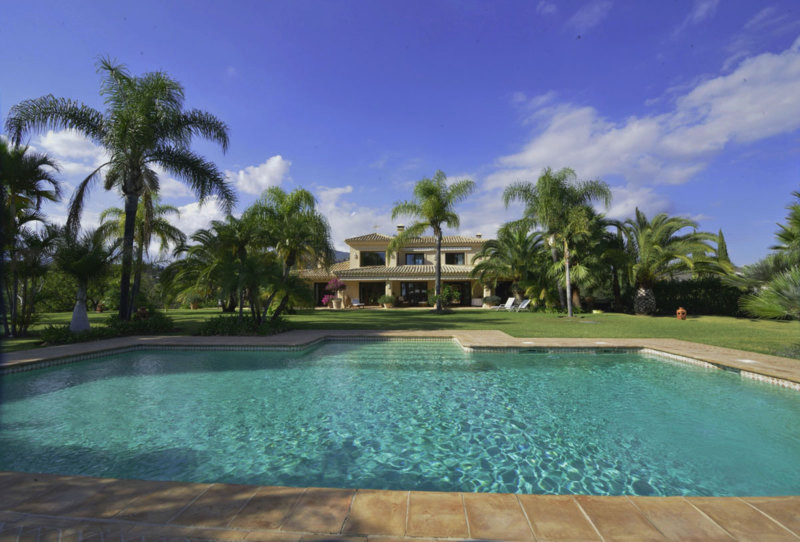 Stunning Villa set on very large flat plot with planty Palm trees and Tropical lush gardens with fru,Spain