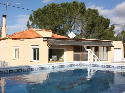 Just on the outskirts of Villena this property is fully fenced and gated. Mature garden with plenty ,Spain