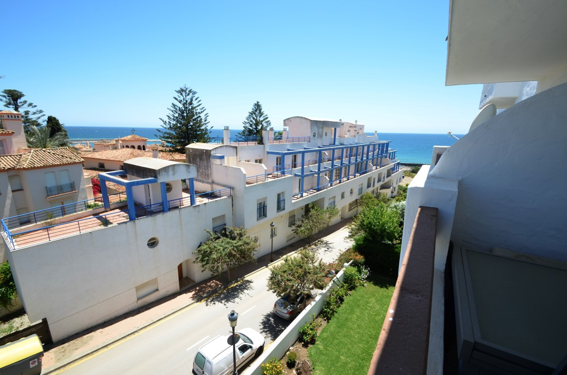 Comfortable apartment. Direct acces to the beach, large swimming pool in the top floor. Located clos, Spain