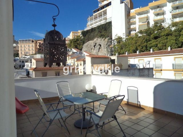 Apartment for sale in Torremolinos (zone bajondillo), with 2 bedrooms, solarium. parking underground, Spain